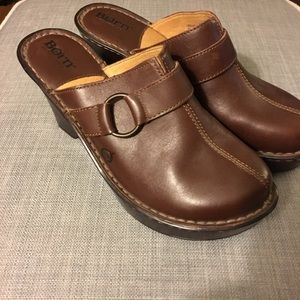 NWOT Born Brown leather mules